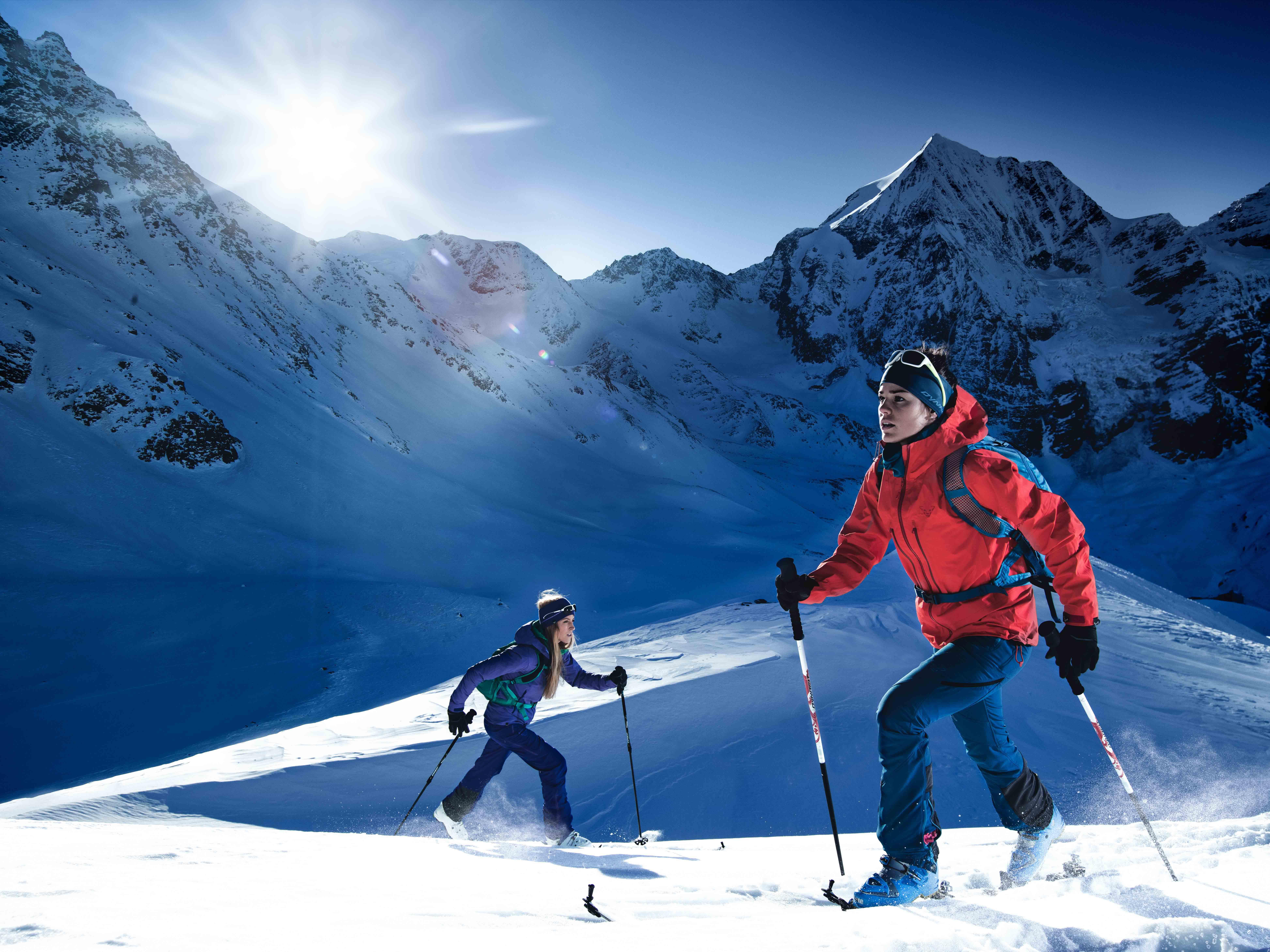 Ski Tourer hoch gehen