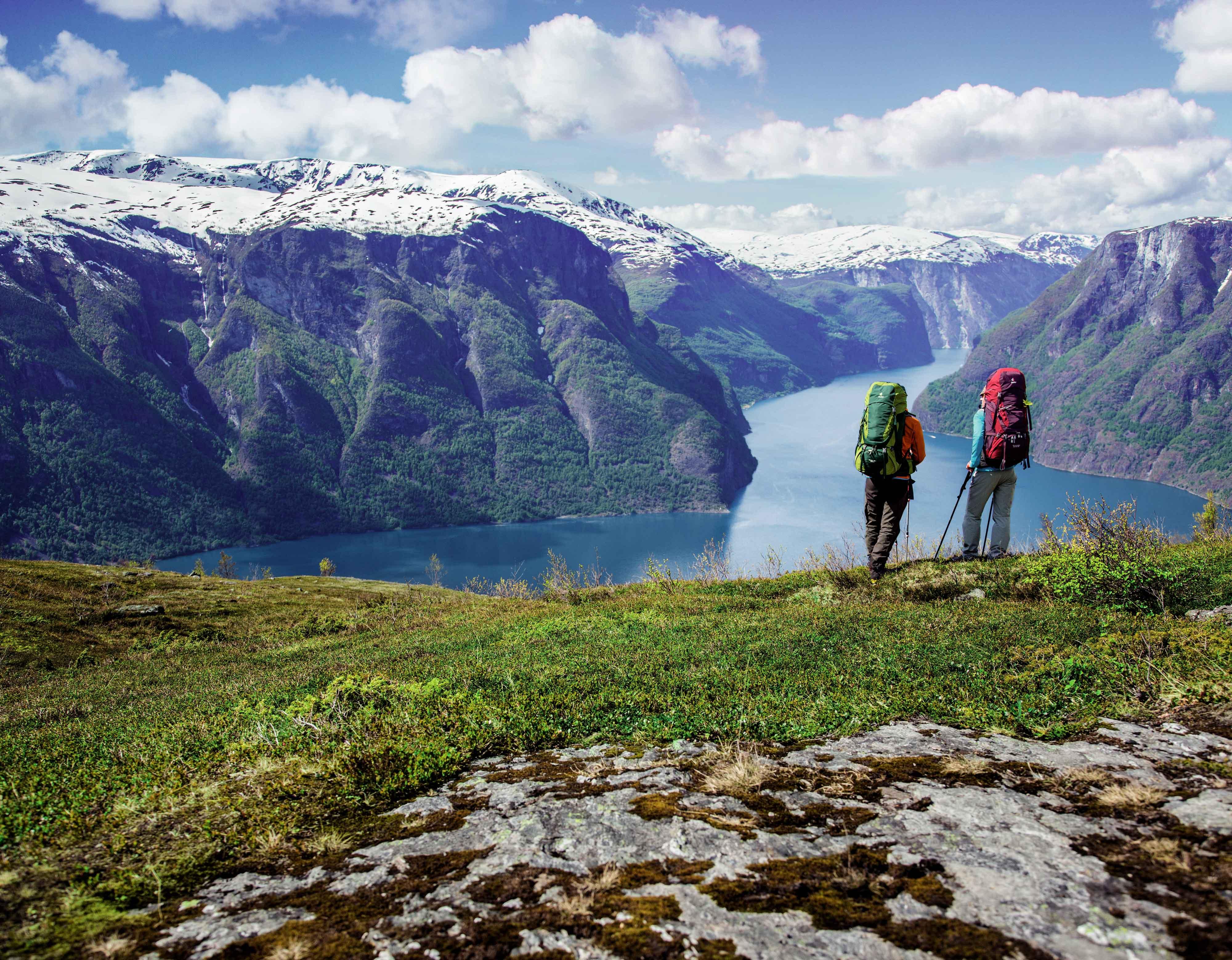 Wanderer mit Deuter Rucksack
